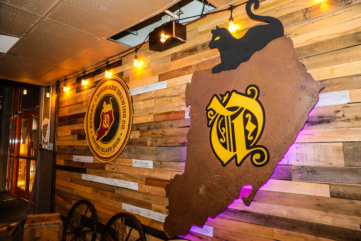 RnH Beer logo on wall